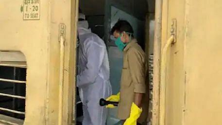 मुंबई से वाराणसी पहुंची श्रमिक स्पेशल ट्रेन में 2 मजदूरों की मौत, मचा हड़कंप