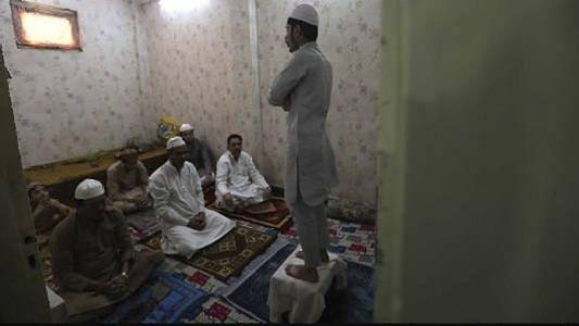 पहली बार सूनी रही ईदगाह, बाजारों में पसरा रहा सन्नाटा, घरों में ही अदा हुई नमाज