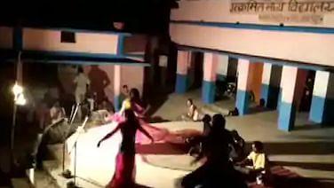 बिहार: क्वारंटाइन सेंटर में बुलाए थे डांसर, नाच-गाने पर प्रशासन अब दे रहा सफाई