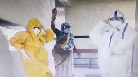 Video: फिल्मी गाने पर थिरकीं Corona Warriors, भोपाल के जेपी अस्पताल में डॉक्टरों ने PPT किट पहनकर किया ये डांस