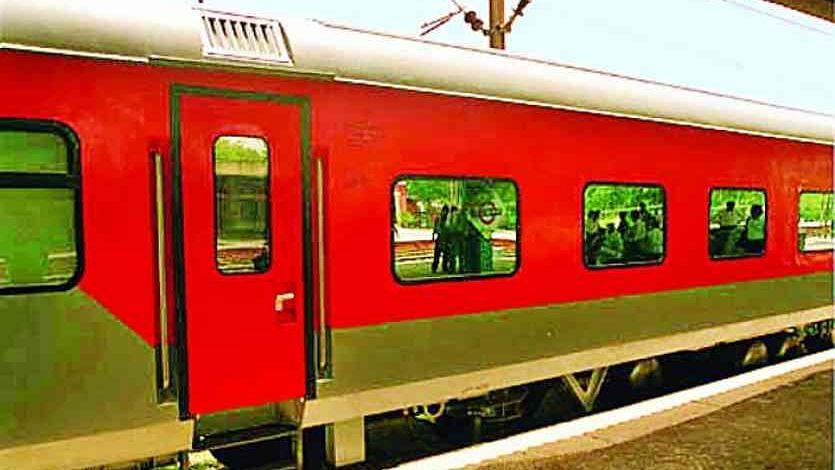 दिल्ली-गोवा राजधानी एक्सप्रेस के 3 यात्री कोरोना पॉजिटिव निकले