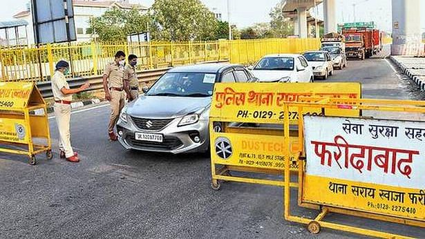 Delhi-Faridabad border sealed, people stranded on roads