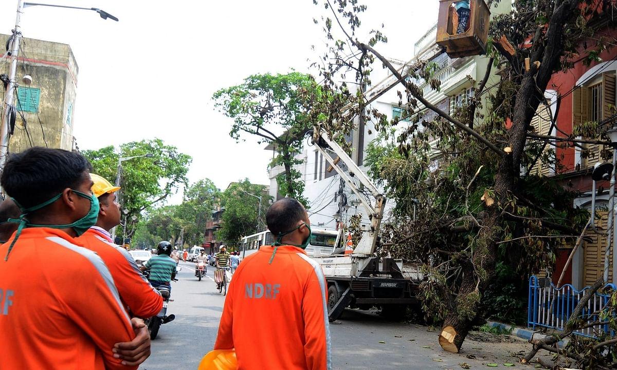 अम्फान तूफान से प्रभावित बंगाल की मदद के लिए साथ आए फुटबाल खिलाड़ी