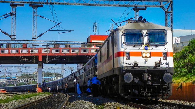 विशेष ट्रेन से तेलंगाना से झारखंड रवाना हुए 1200 प्रवासी