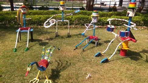 पूवरेत्तर रेलवे के स्टेशनों में बिना छुए हाथों से विषाणु होगा दूर, कबाड़ से बनाई मशीन