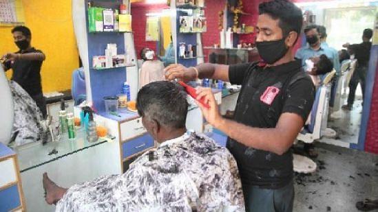 लखनऊ: खुलने के बाद फिर से बंद होने की कगार पर सैलून और नाई की दुकानें