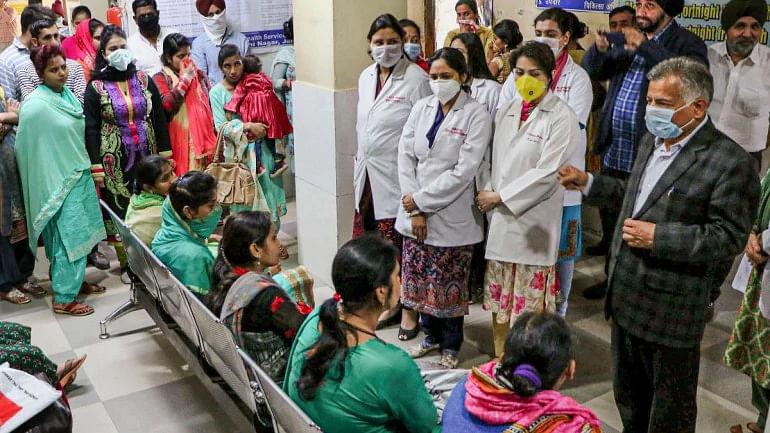दिल्ली में कोरोना का नया रिकॉर्ड, एक दिन में मिले 1295 नए मरीज़