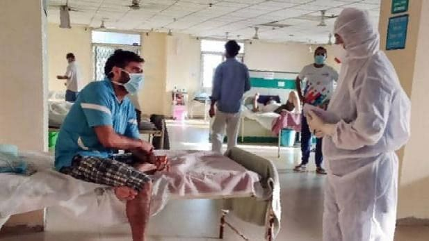 योगी सरकार ने कोविड-19 अस्पतालों में मोबाइल फोन बैन का आदेश वापस लिया