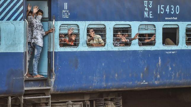 श्रमिक स्पेशल ट्रेनों के लिए आइसोलेशन कोचों का होगा इस्तेमाल, लक्षण होने पर यात्रा हुई रद्द तो मिलेगा पूरा रिफंड