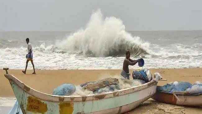 Amphan: अभी 180 किमी प्रति घंटा है महातूफान की रफ्तार, 195 की रफ्तार से बंगाल पहुंचेगा, भारी नुकसान पहुंचाने की है क्षमता