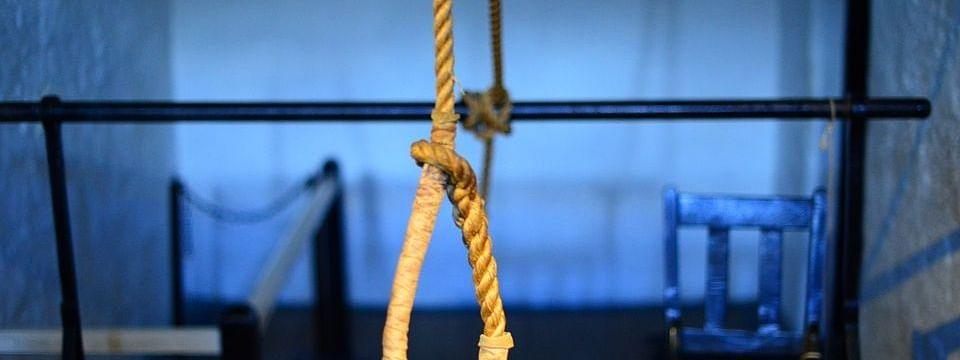 UP: सीआरपीएफ जवान ने परिवार की हत्या कर की खुदकुशी