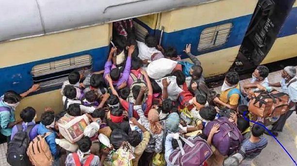 रेंग रहीं श्रमिक स्पेशल ट्रेन... महज 30 घंटे का सफर 4 दिन में हो रहा पूरा, मजदूर हंगामा करने पर मजबूर