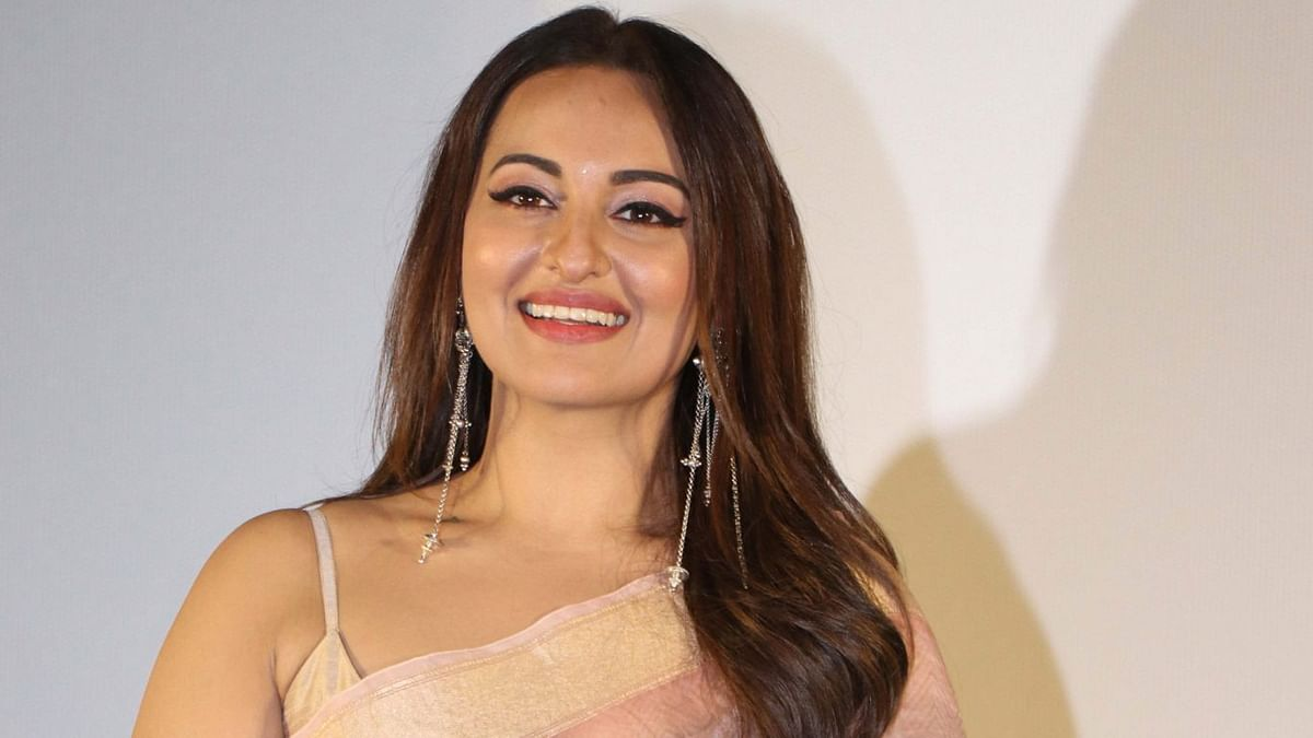 बिहार: अभिनेत्री सोनाक्षी सिन्हा करेंगी दिहाड़ी मजदूरों की मदद