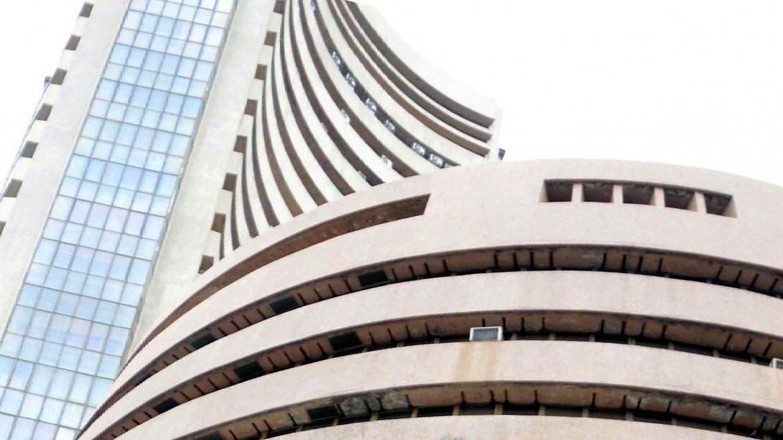 पीएम मोदी के संबोधन से पहले मामूली गिरावट के साथ बंद हुआ शेयर बाजार