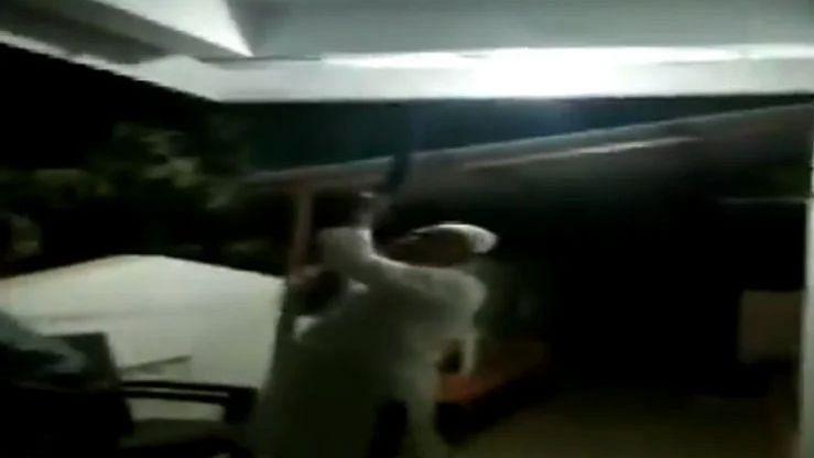 किराया न देने पर बंदूक लेकर पहुंचा मकान मालिक और फिर... देखें Video