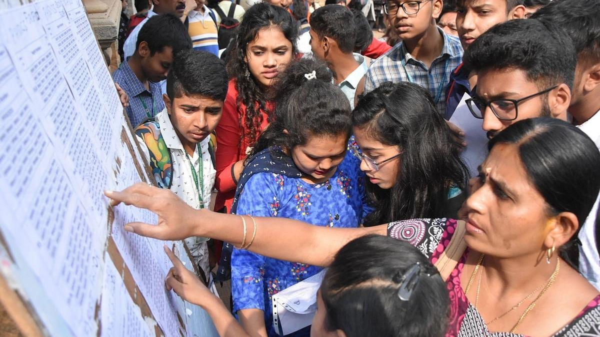 UP Board Exam Result: हिंदी में फेल हुए 7 लाख 97 हजार विद्यार्थी, 2 लाख से ज्यादा ने छोड़ा हिंदी विषय का पेपर