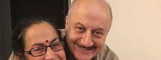 anupam kher with mother dulari
