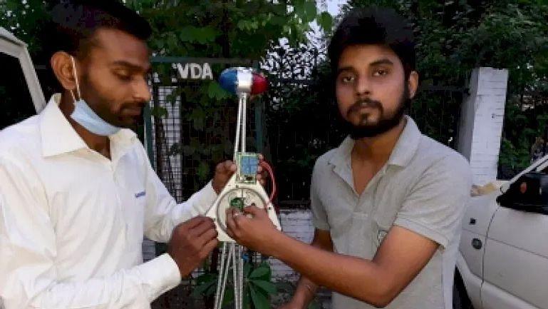 वाराणसी के छात्रों ने बनाया ऐसा 'स्मार्ट डिवाइस' जो करेगा ट्रैफिक पुलिस की मदद