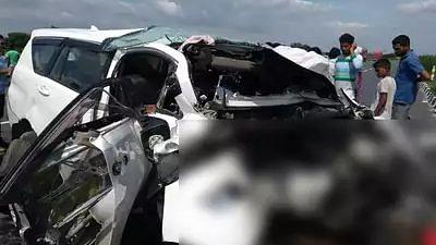 आगरा-लखनऊ एक्सप्रेस वे पर फिर भीषण हादसा, खड़े ट्रक से टकराई कार, 5 लोगों की मौत