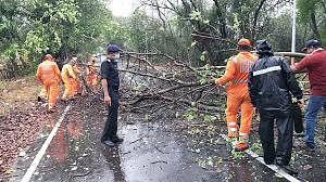 तूफ़ान निसर्ग के कमजोर पड़ने से मुंबई पर बड़ा खतरा टला लेकिन आधी रात हाई टाइड तक सतर्क रहने की चेतावनी