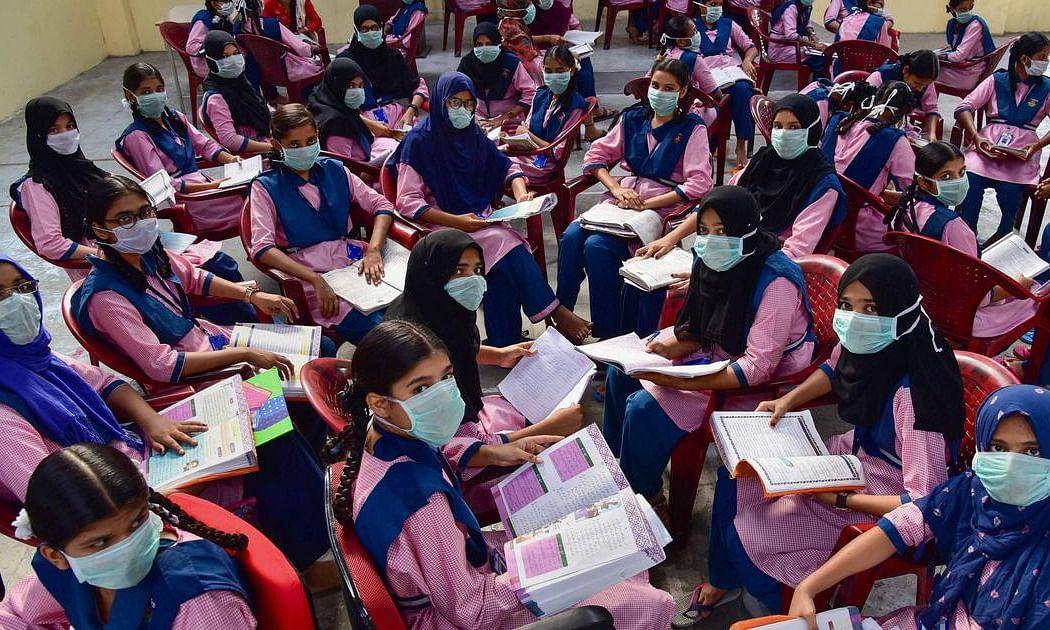 स्कूल, कॉलेज खोलने पर सोच रही राज्य सरकार, लेकिन क्या अभिभावक भी हैं पक्ष में? केंद्र सरकार को दी अर्जी!