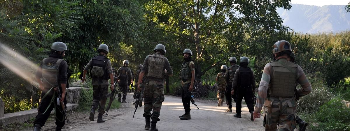 J&K: अनन्तनाग में सुरक्षा बलों के साथ मुठभेड़ में 3 आतंकवादी ढ़ेर, भारी मात्रा में हथियार बरामद