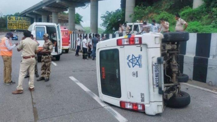 अनियंत्रित होकर पलटी शरद पवार के काफिले की कार, ड्राइवर और पुलिसकर्मी हुए हादसे का शिकार