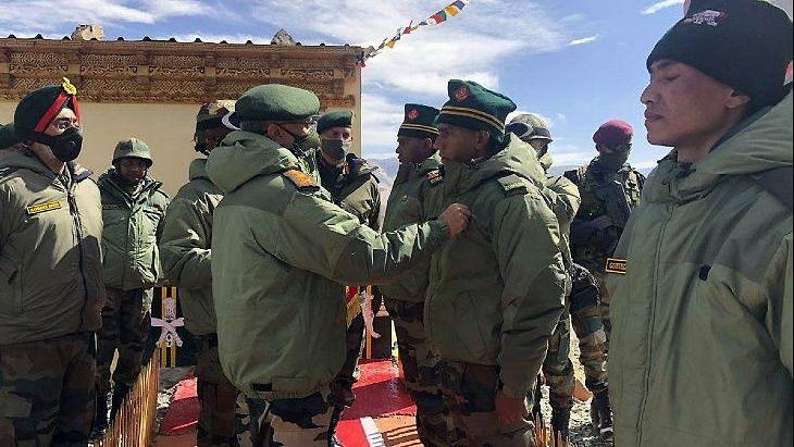 दूसरे दिन भी LAC का दौरा कर लोकल कमांडरों से मुलाकात करेंगे आर्मी चीफ जनरल नरवणे