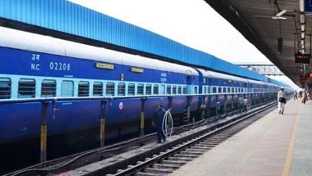 प्रवासी मजदूरों को घर भेजने के लिए यूपी सरकार ने मांगी और ज्यादा श्रमिक स्पेशल ट्रेन