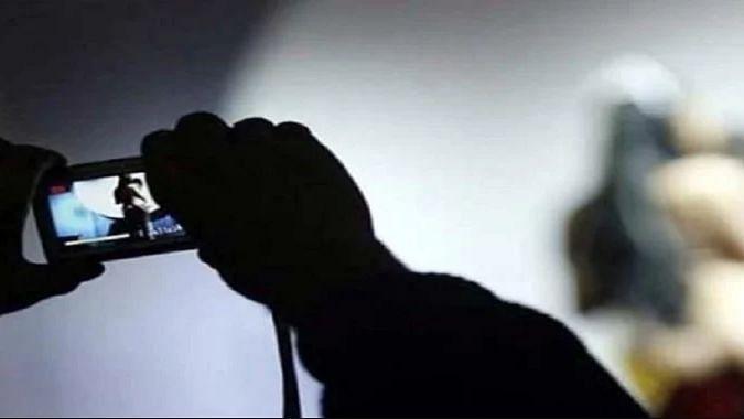 आजमगढ़: दहेज के लिए पत्नी की आबरू को किया सरेआम नीलाम, फिर सोशल मीडिया पर फोटो शेयर कर किया ये काम