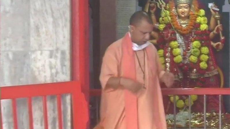 योगी आदित्यनाथ ने की गोरखनाथ मन्दिर में पूजा, श्रद्धालुओं के लिए खुलने लगे कपाट