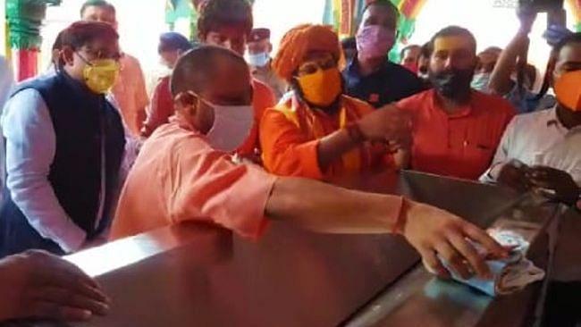 सीएम योगी ने किए रामलला के दर्शन, ट्रस्ट की इच्छा, 'पीएम मोदी आकर करें भूमि पूजन'...जल्द भेजेंगे निमंत्रण