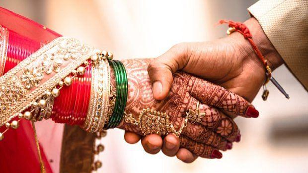 Lockdown love: दिल्ली से बिहार लौटते रास्ते में मिले, करीब आये और रास्ते में ही हो गई शादी भी