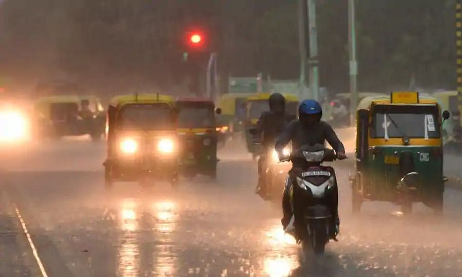 दिल्ली बारिश : जिस टेंपू में सोया, वही बनी कब्रगाह, सड़क पर भरे पानी से खुद को नहीं बचा पाया कुंदन
