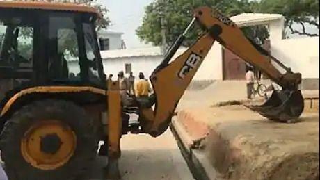 कानपुर कांड: JCB से पुलिस का रास्ता रोकने वाला ड्राइवर राहुल पाल गिरफ्तार