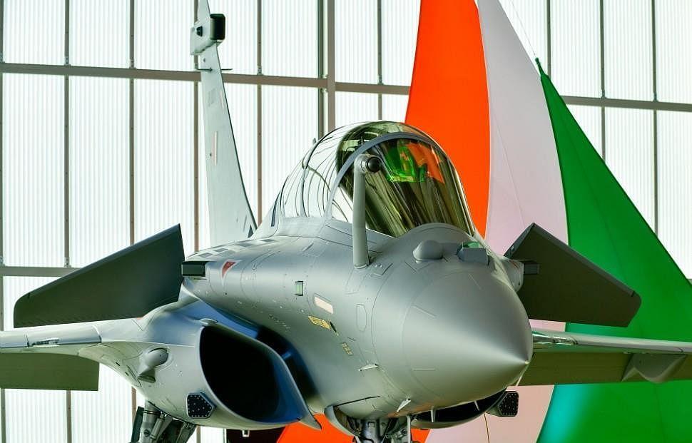 Video: राजनाथ ने वायुसेना को दी बधाई, बोले- और इस तरह 'बाहुबली' राफेल ने की अंबाला एयरबेस पर लैंडिंग