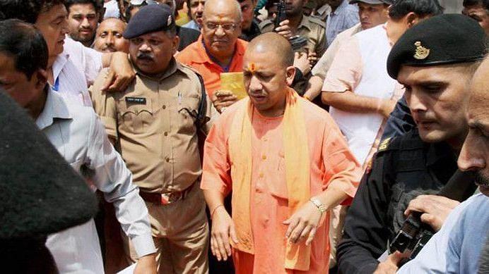 कानपुर एनकाउंटर: शहीदों के परिजनों को एक करोड़ की मदद, अपराधियों के खात्मे का वादा किया CM योगी ने