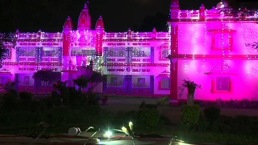 भूमि पूजन के लिए सज-धज कर तैयार है अयोध्या नगरी, आज शाम तक पहुंच जायेंगे प्रमुख अतिथि