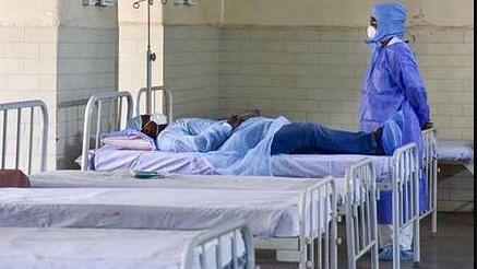 यूपी: कोरोना मरीजों को भर्ती न करे अस्पताल तो इस हेल्पलाइन नंबर पर मिलाएं कॉल
