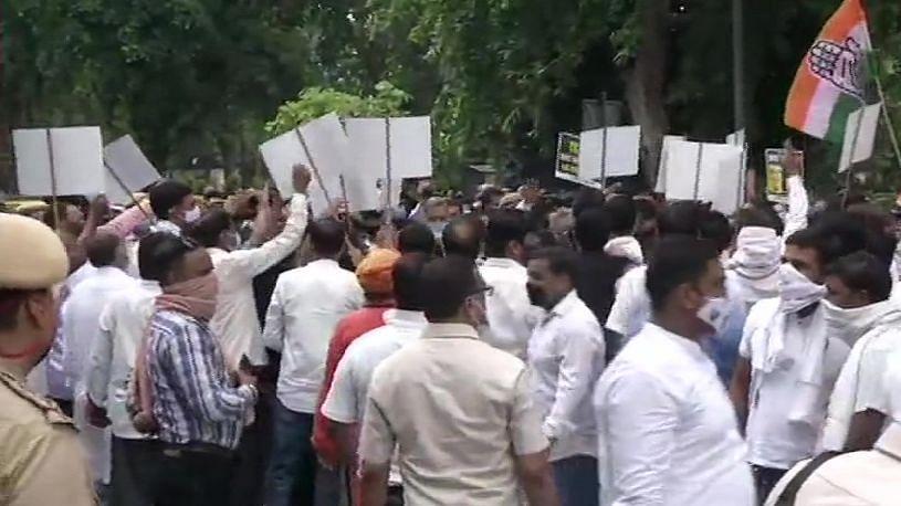 देशभर की सड़कों पर कांग्रेस का प्रदर्शन, JEE-NEET एग्जाम को लेकर सरकार के खिलाफ खोला मोर्चा