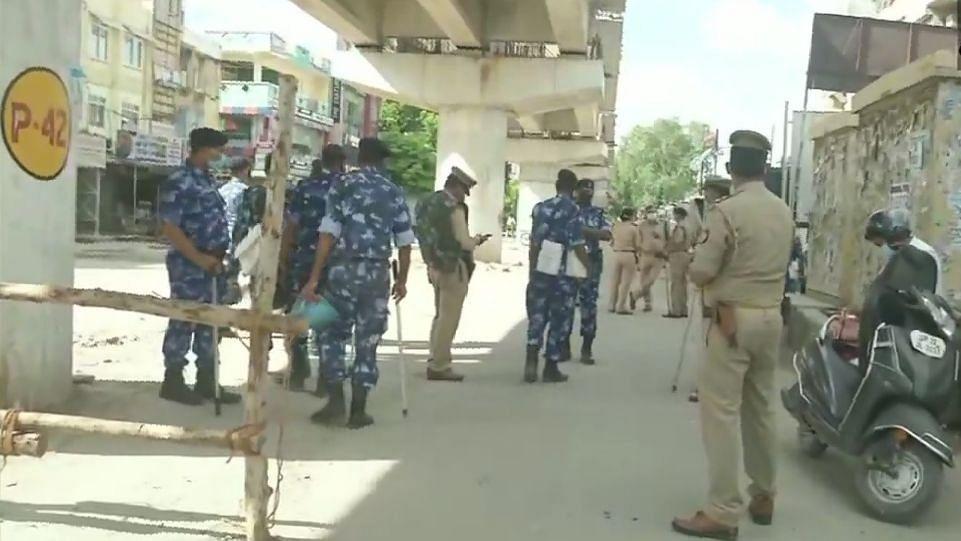 लखनऊ: वीकेंड लॉकडाउन और मोहर्रम के चलते चप्पे-चप्पे सुरक्षाकर्मी तैनात