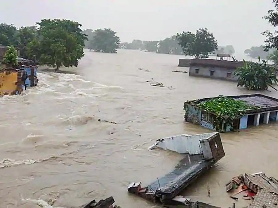 बिहार: बाढ़ से प्रदेश के कई जिले बेहाल, 33 फीसदी फसल तबाह