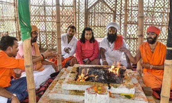अयोध्या में भूमिपूजन का मुहूर्त बतानेवाले पुजारी को मिलीं धमकियां, आवास पर पुलिसबल तैनात