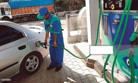 थम नहीं रही पेट्रोल की महंगाई, लगातार पांचवें दिन बढ़े दाम