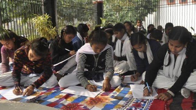 देशभर के छात्र लिखेंगे 'आत्मनिर्भर भारत' पर निबंध, 15 अगस्त से पहले जमा करनी होंगी प्रविष्टियां