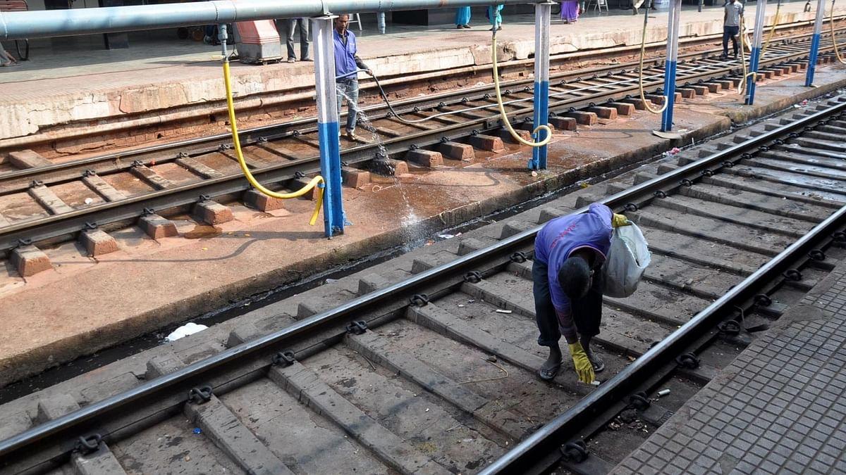 यूपी: प्लंबर की सतर्कता ने ट्रेन को पटरी से उतरने से बचाया, दो सैन्य बोगी में सवार थे सेना के जवान