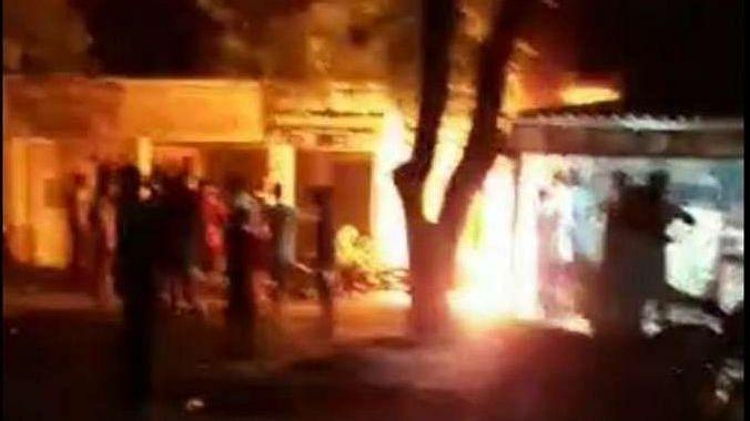 UP में थम नहीं रहा अपराध: आजमगढ़ में प्रधान को घर से बुलाकर सर में गोलियां उतार दीं, विरोध में जल उठा शहर