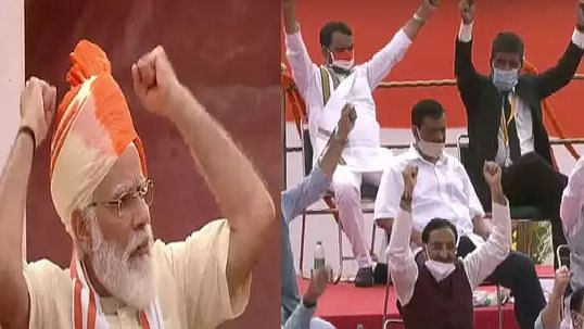 स्वतंत्रता दिवस: पीएम मोदी के साथ सबने हाथ उठाकर बोला 'वंदे मातरम', कुर्सी पर सुस्ताते रहे केजरीवाल, भड़की भाजपा