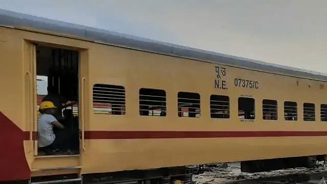बोगियों के डिजाइन और रंग में बदलाव करने जा रही रेलवे, और बहुत कुछ हो रहा चेंज