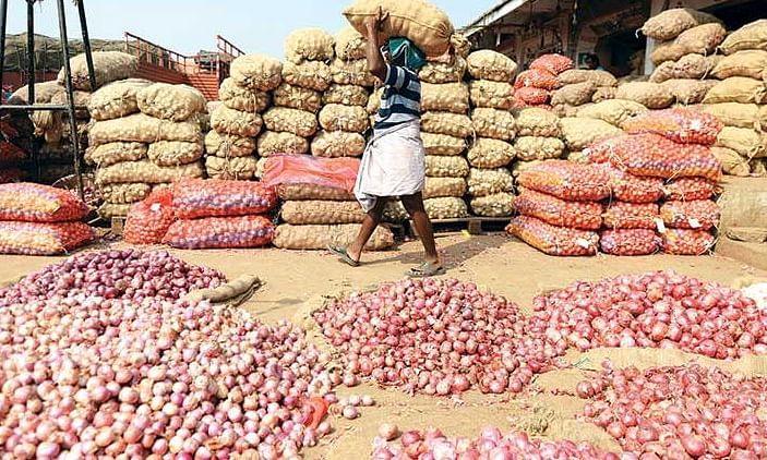 बढ़ती कीमतों के चलते सरकार ने प्याज़ के निर्यात पर लगाई रोक